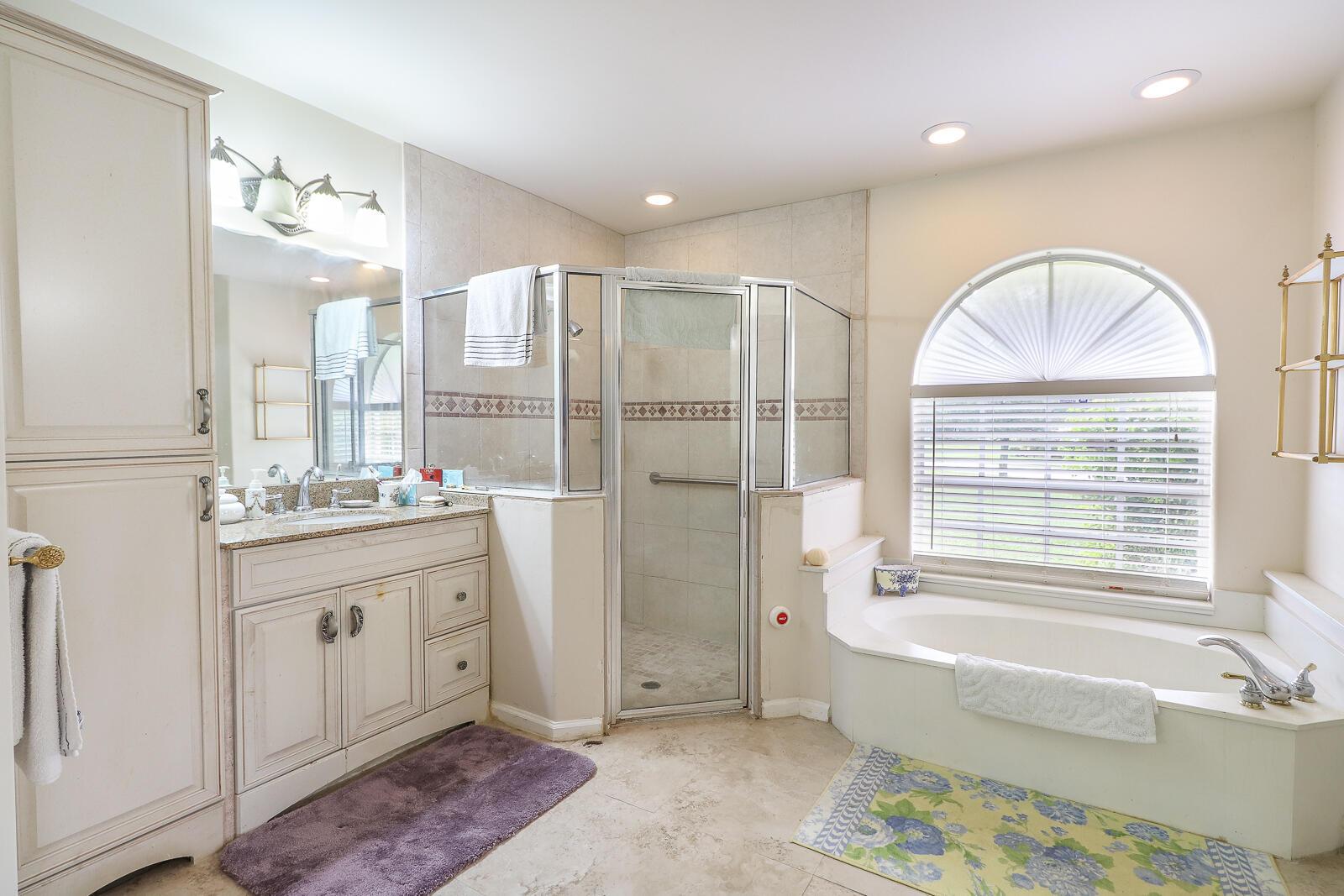 32-Master Bathroom