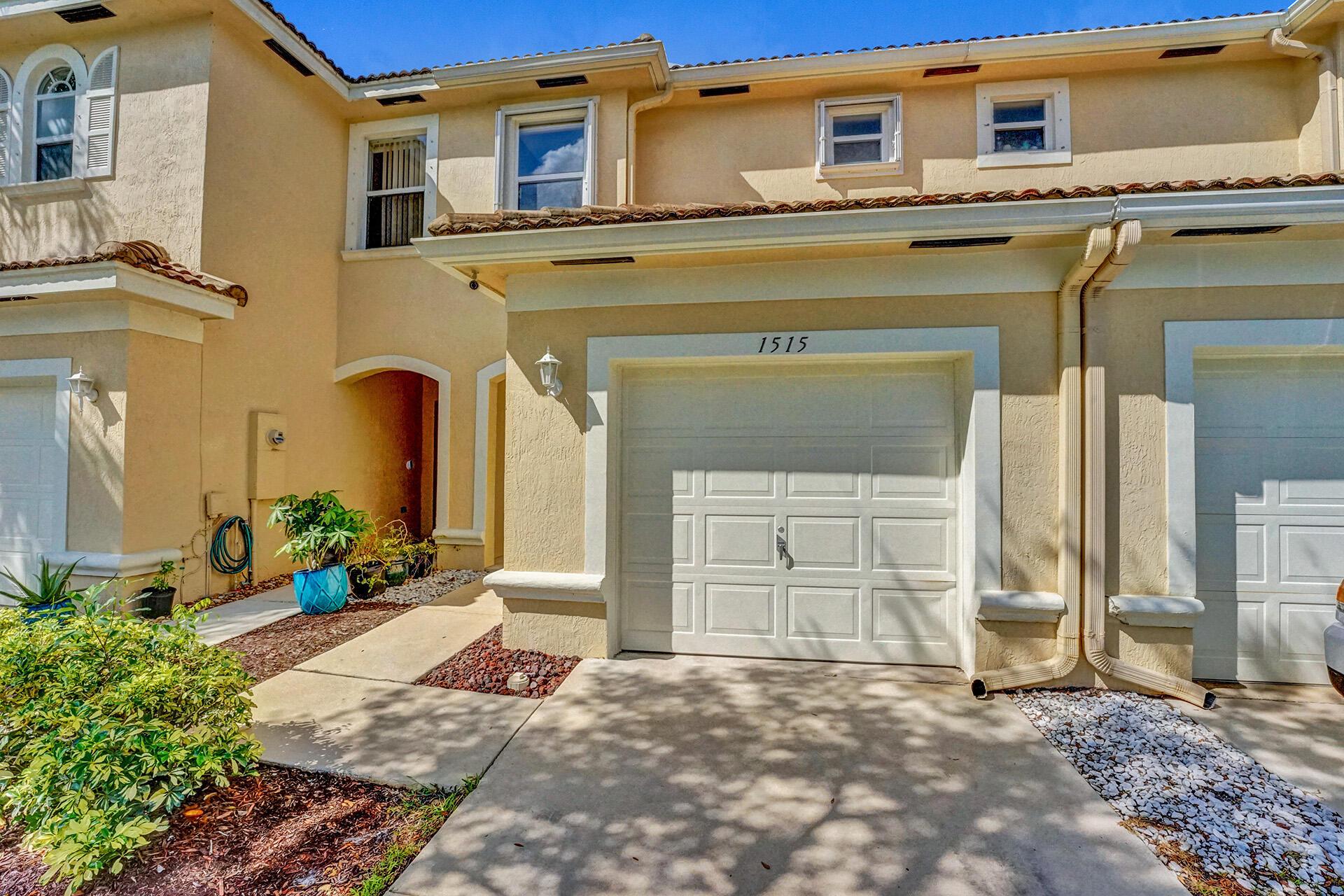 1515  Buckingham Avenue  For Sale 10748517, FL