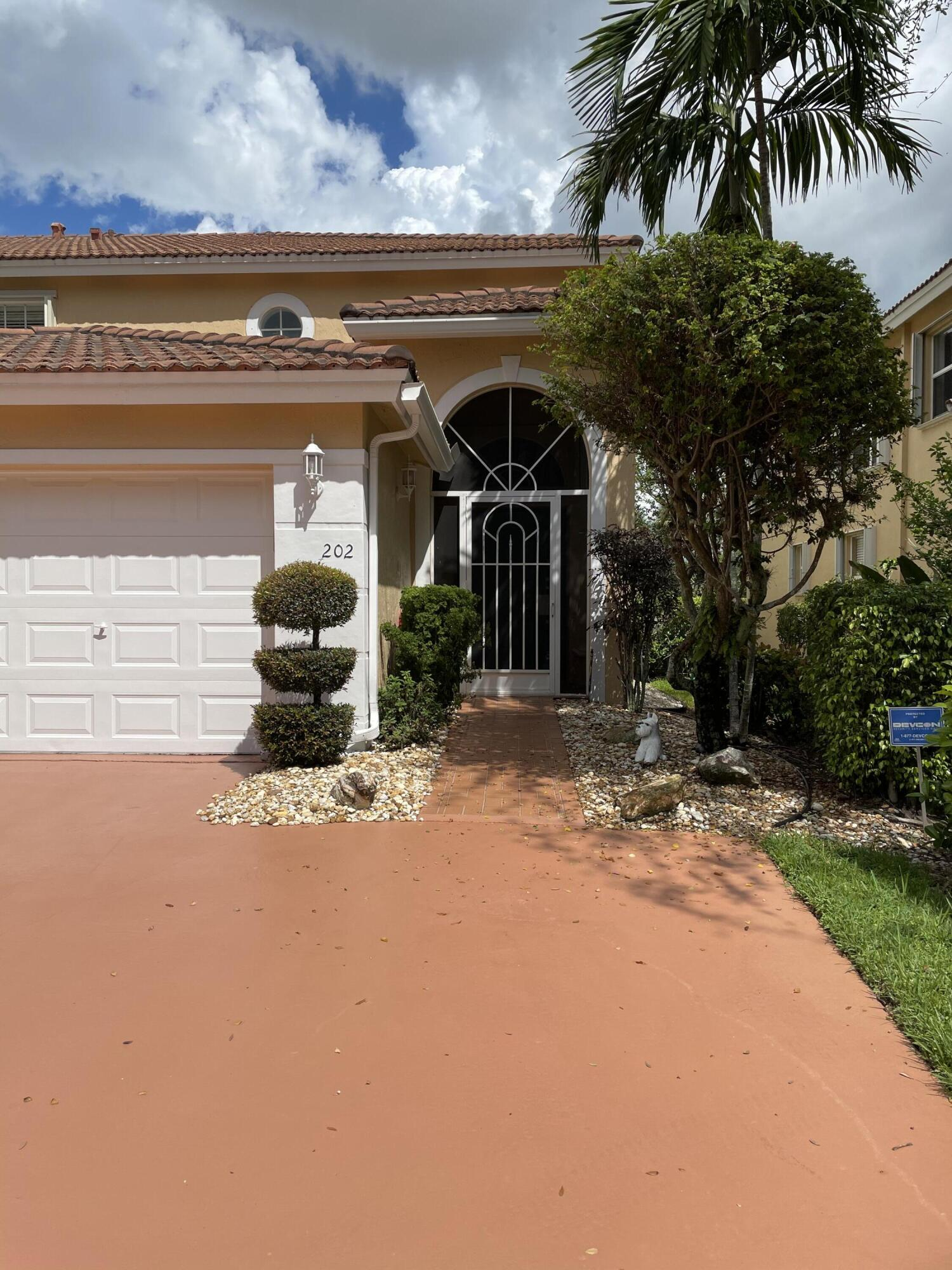 12498  Crystal Pointe Drive 202 For Sale 10748689, FL