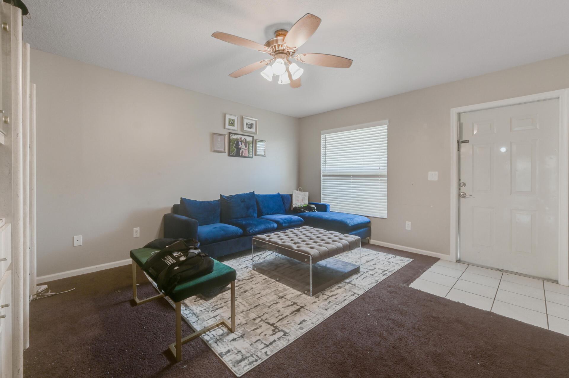 02 Living Room_004