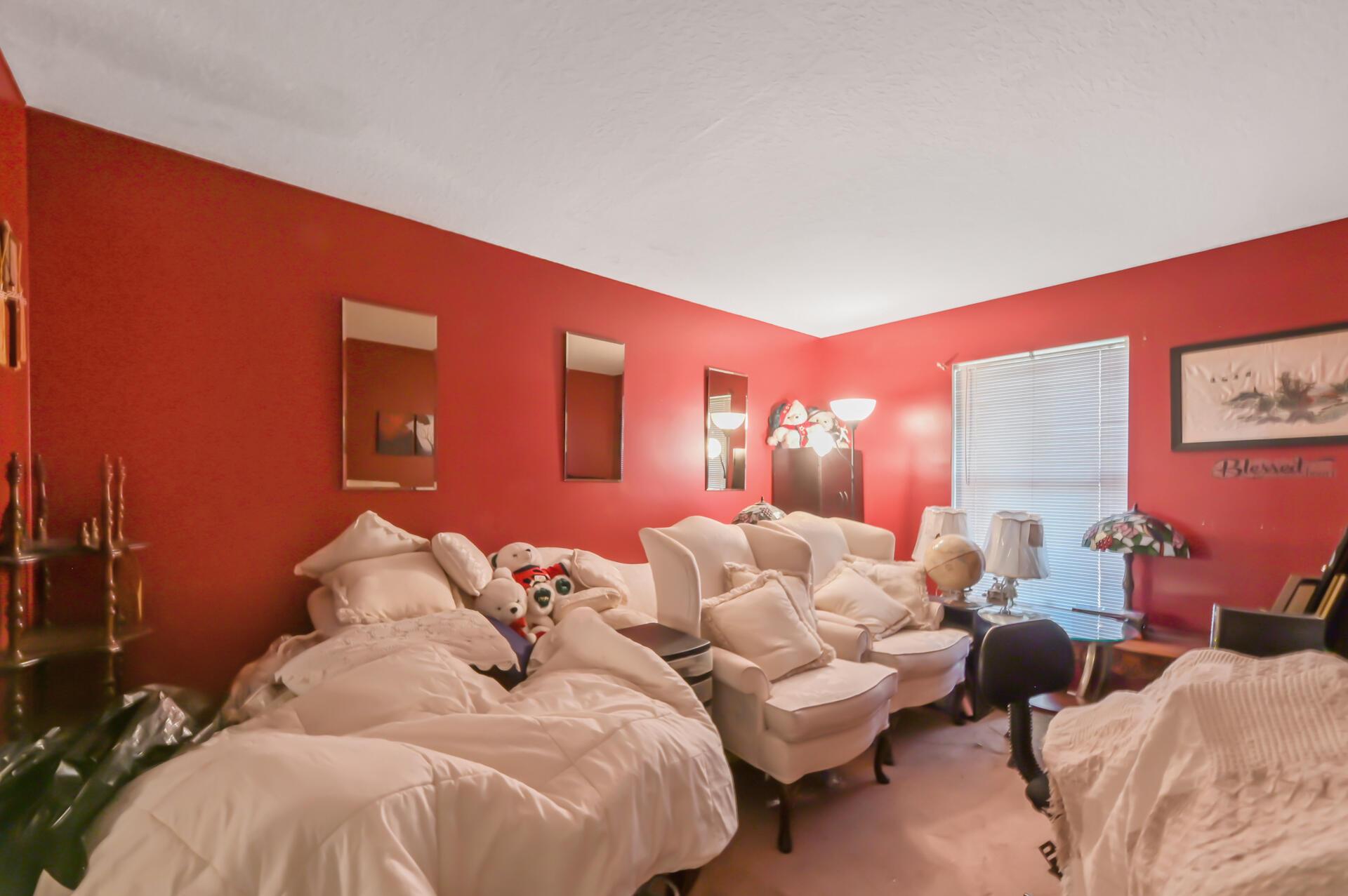 1020-06 Room_001