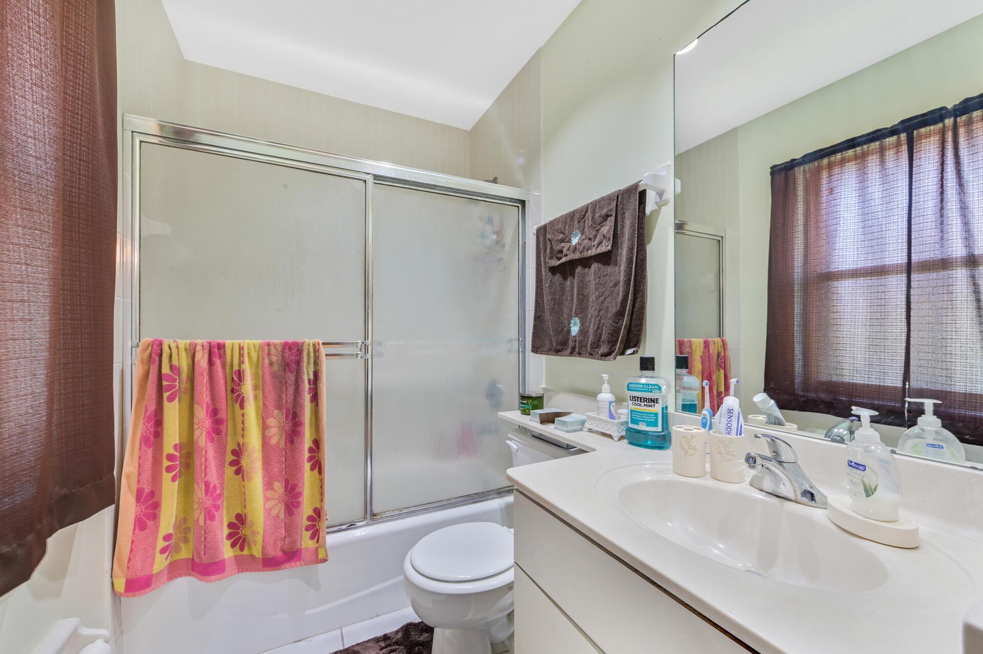 1020-07 Bathroom_001