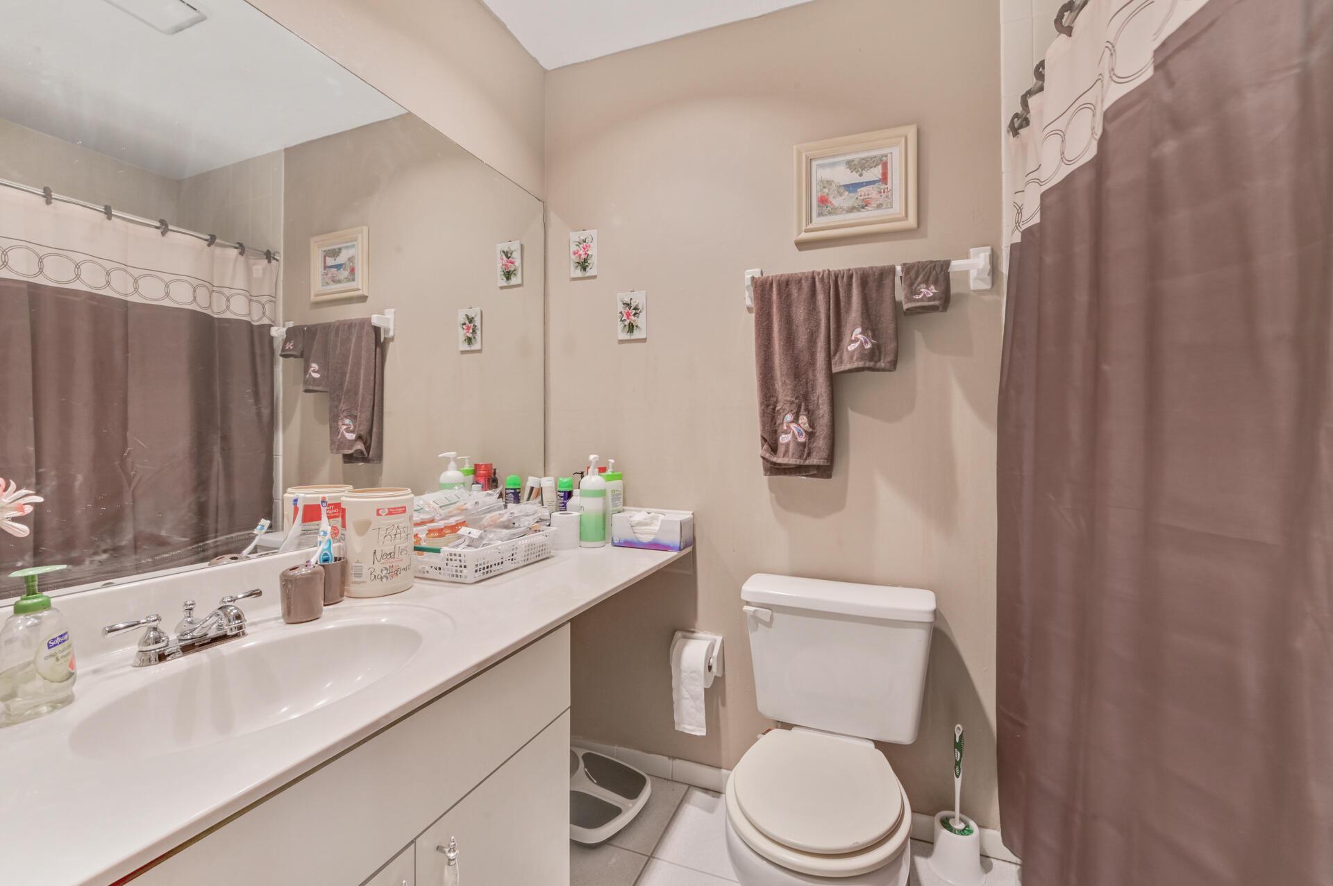 1020-08 Washroom_001