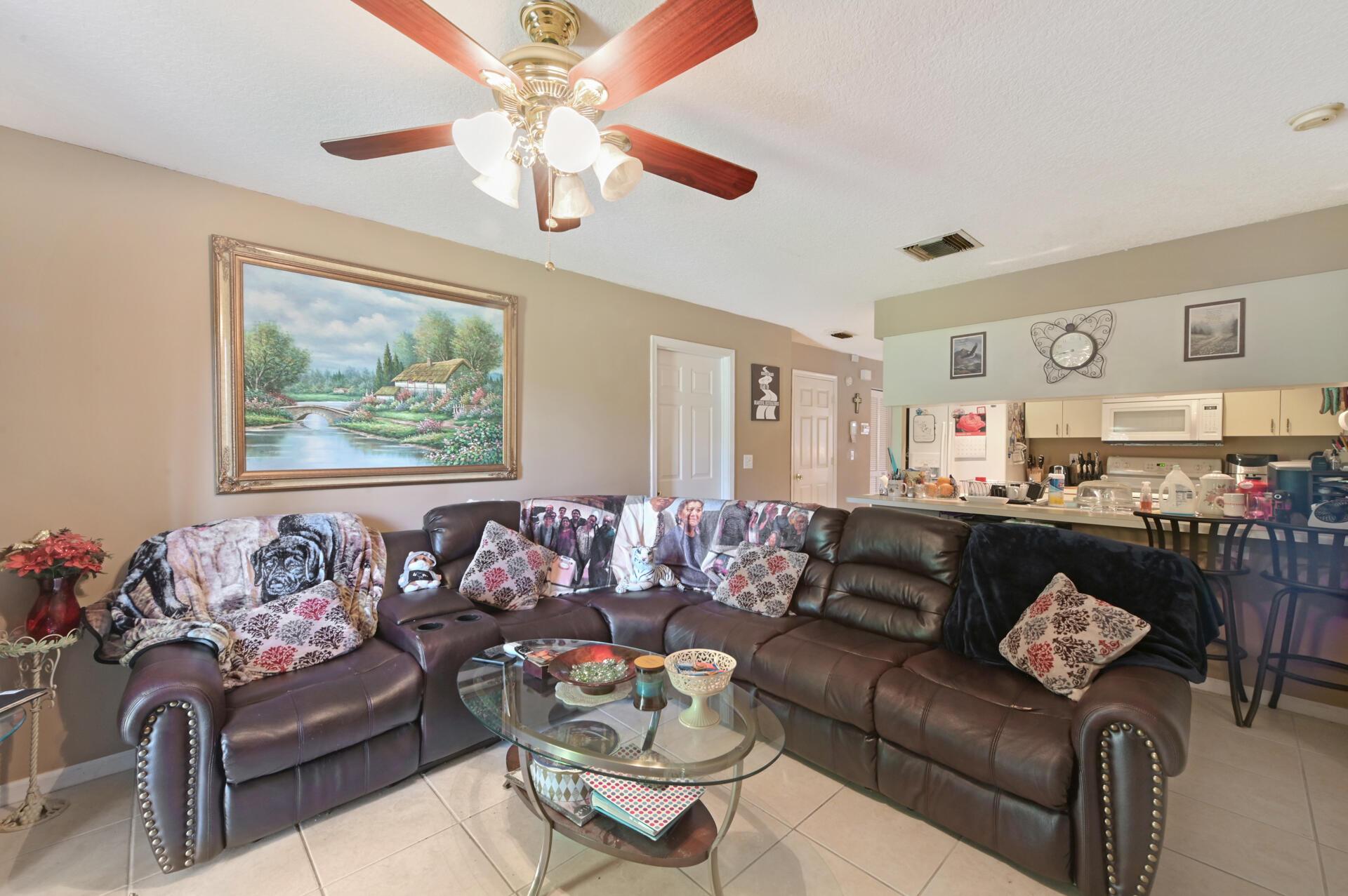 1020-02 Living Room_002