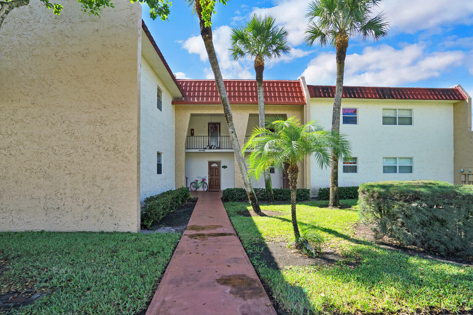 128  Lake Evelyn Drive  For Sale 10750206, FL