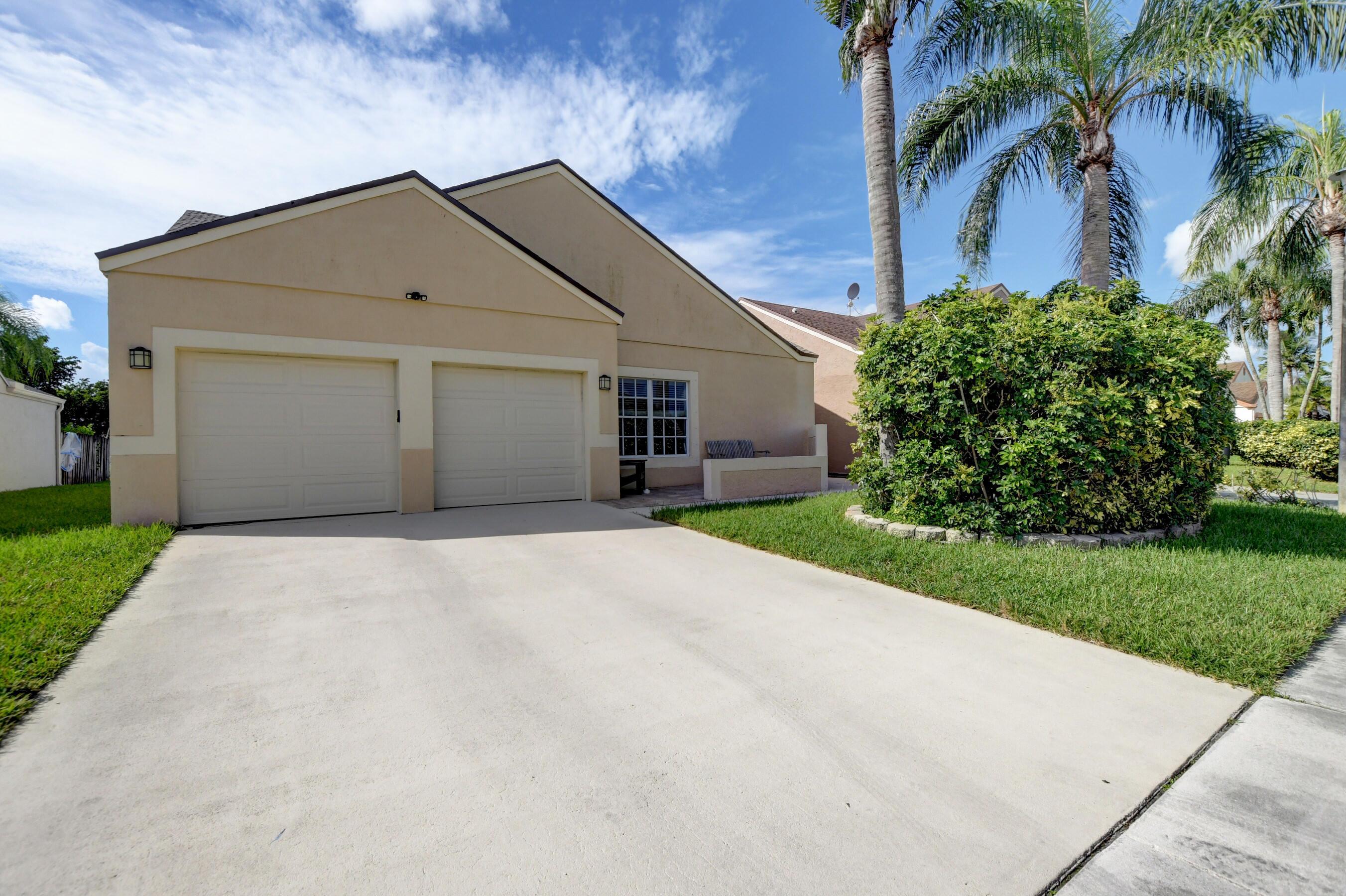8558  Floralwood Drive  For Sale 10748711, FL
