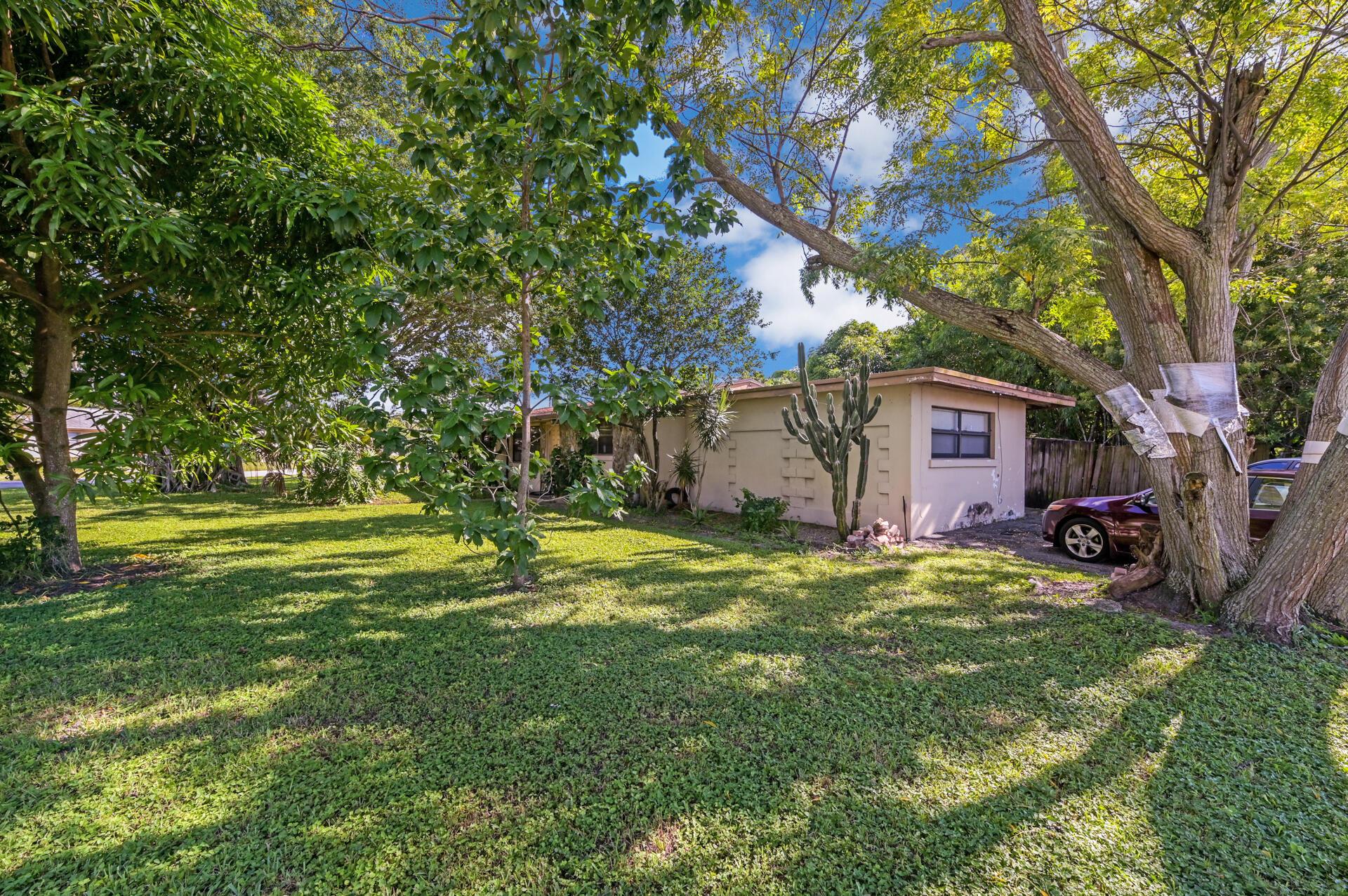 457 Guava Avenue West Palm Beach, FL 33413 photo 4