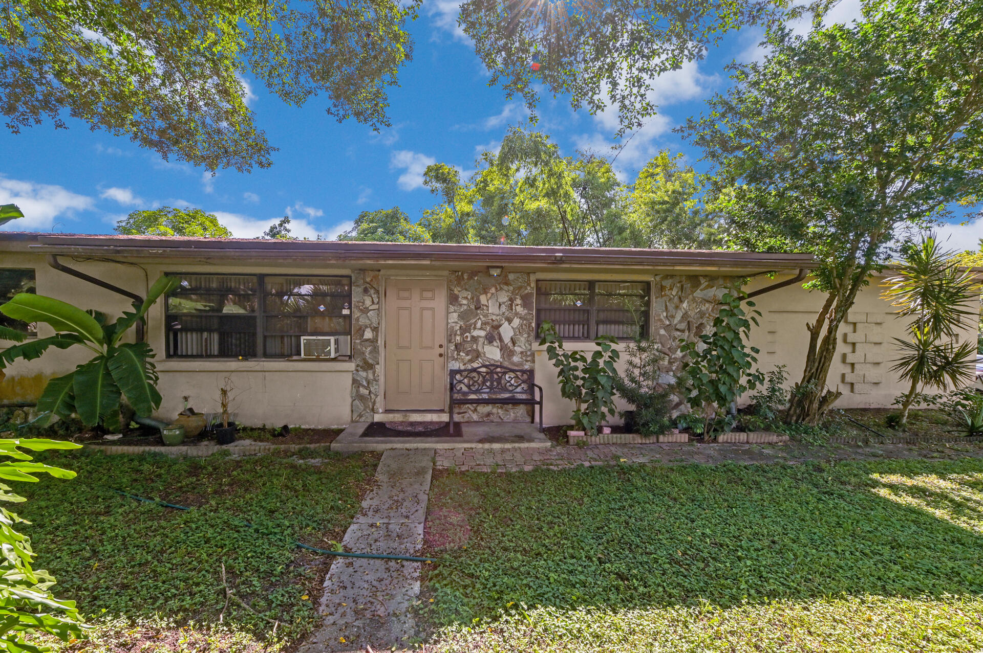 457 Guava Avenue West Palm Beach, FL 33413 photo 3