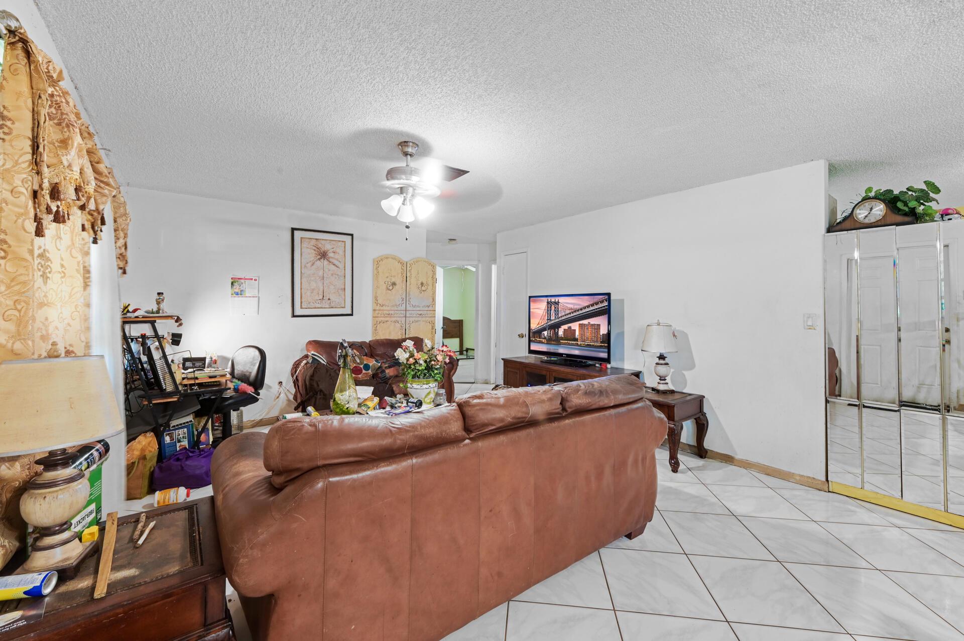 457 Guava Avenue West Palm Beach, FL 33413 photo 5
