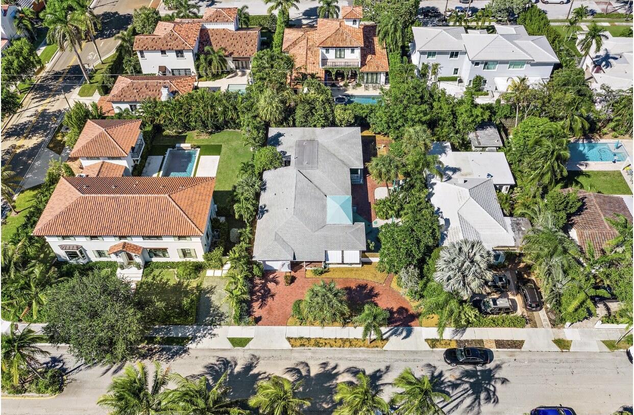 233  Almeria Road  For Sale 10749032, FL