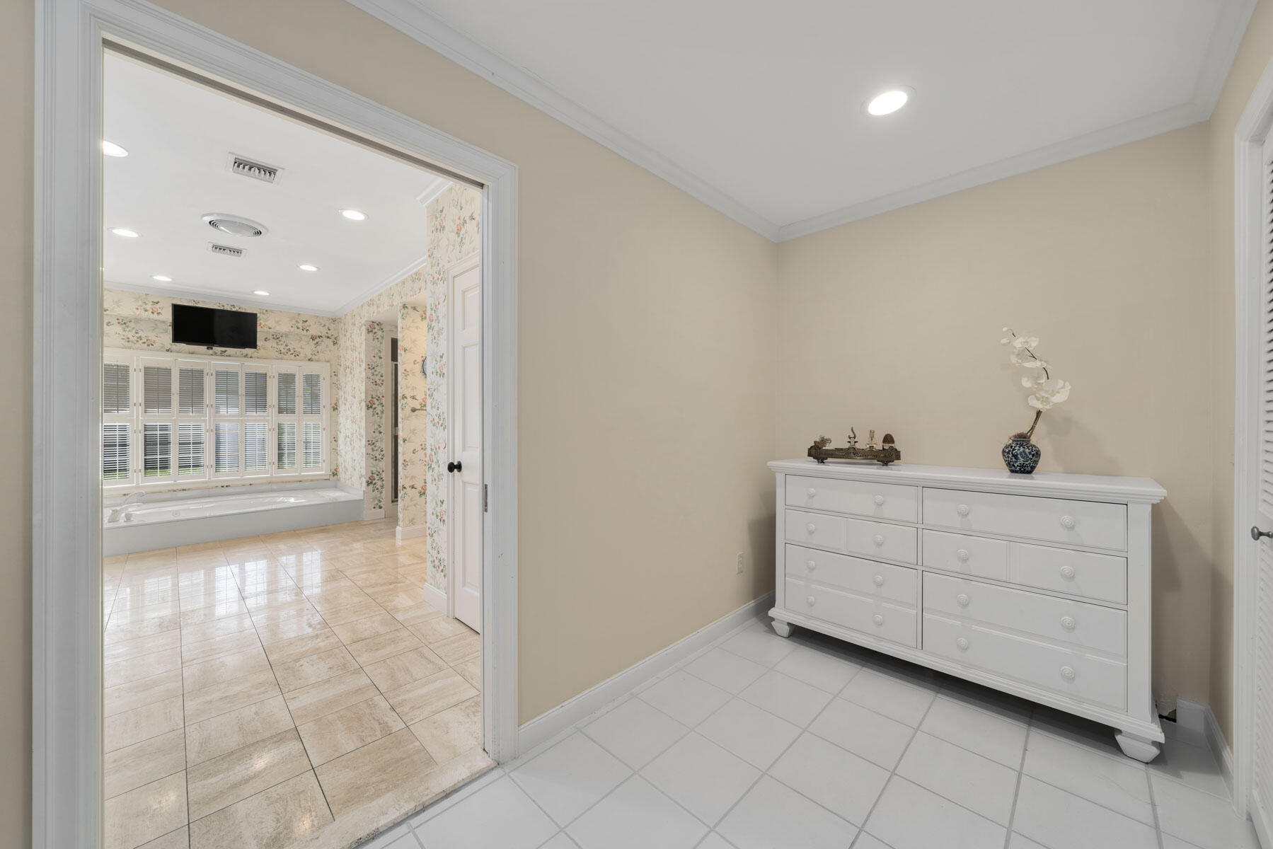 Primary Closet/Bath