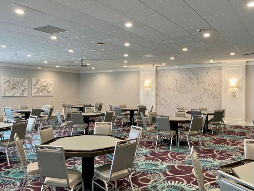 860 Normandy Kings Point card room