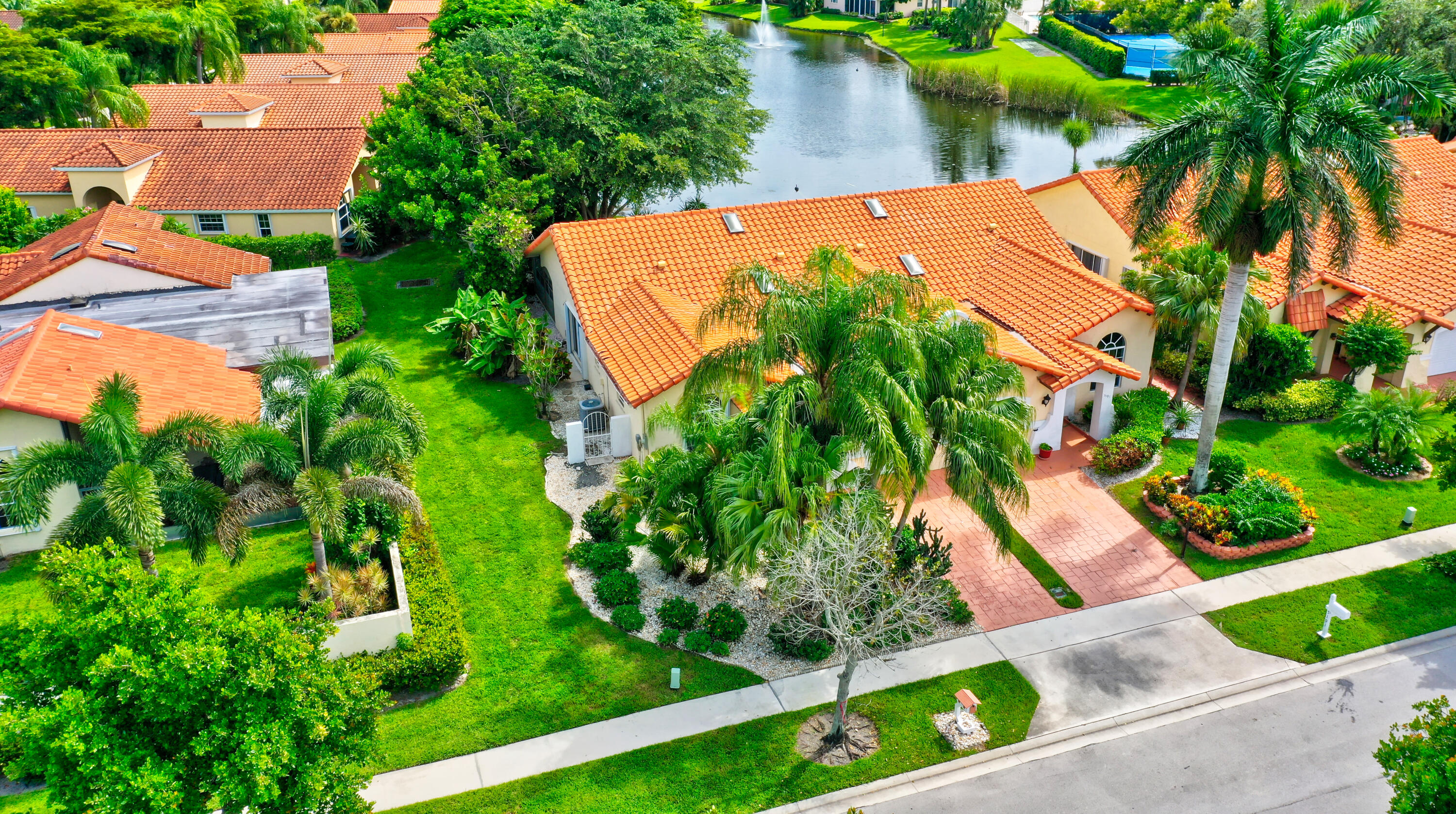 5201  Casa Real Drive  For Sale 10748895, FL
