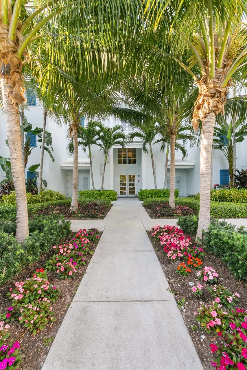 722  Bay Colony Drive  For Sale 10749636, FL