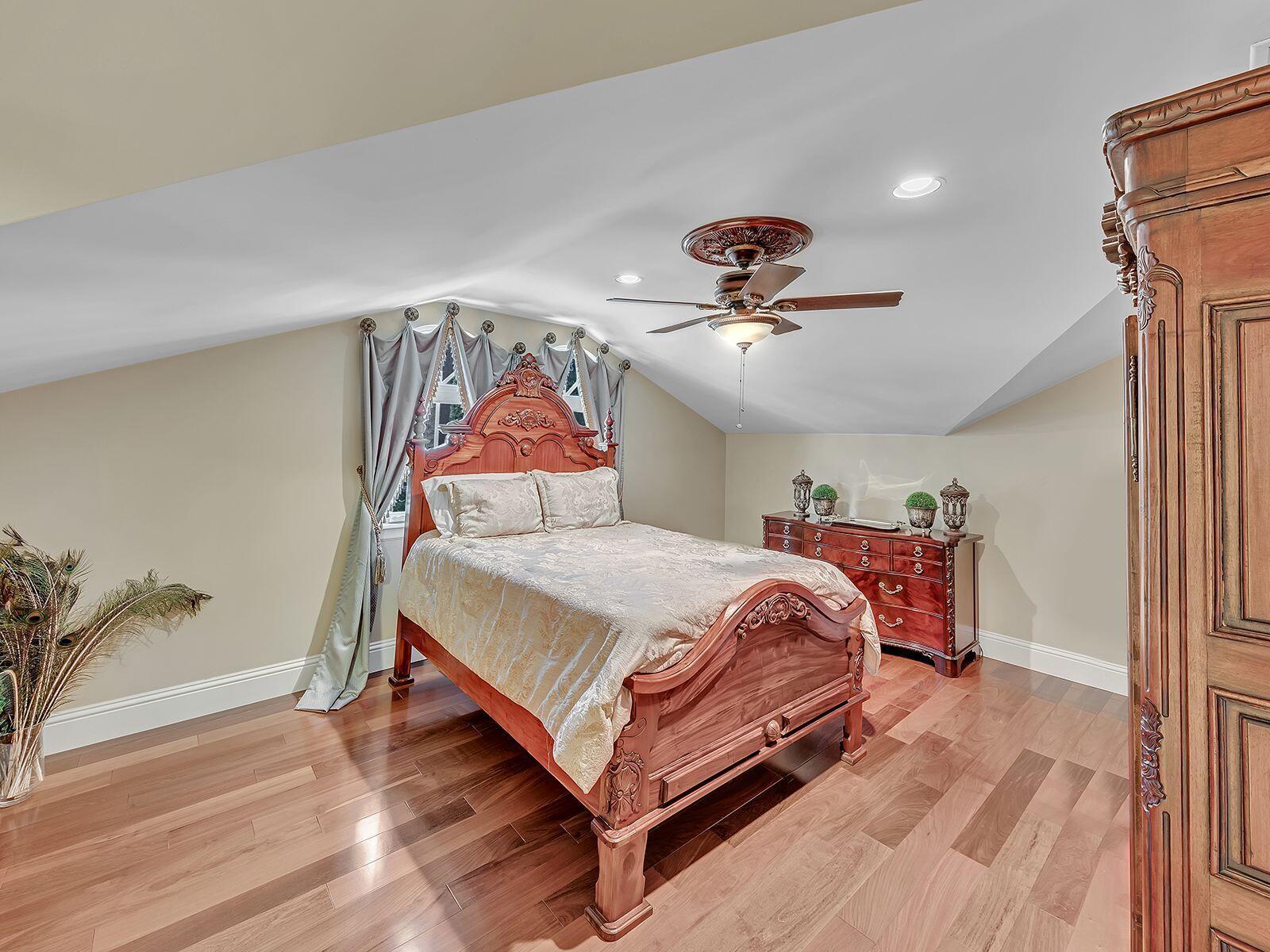 2nd Floor Bed/Ensuite