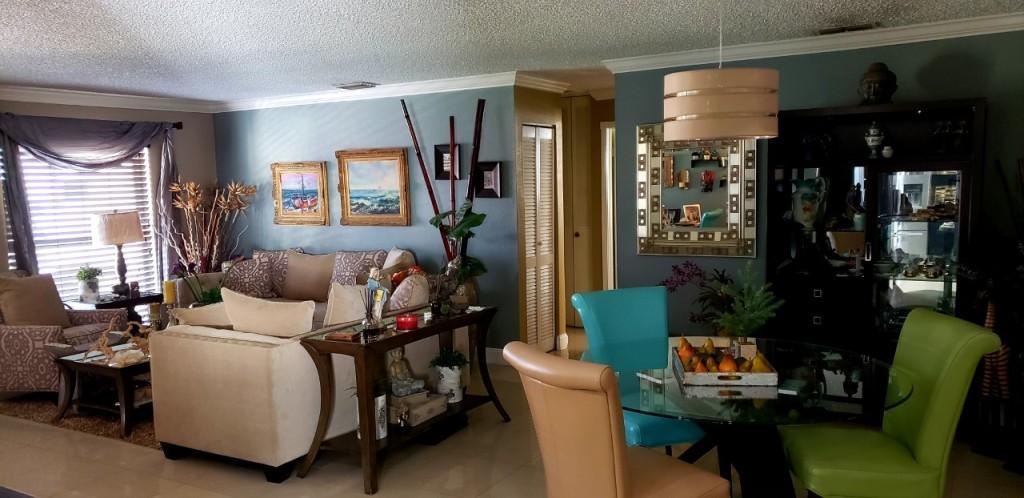 Mama casa living room