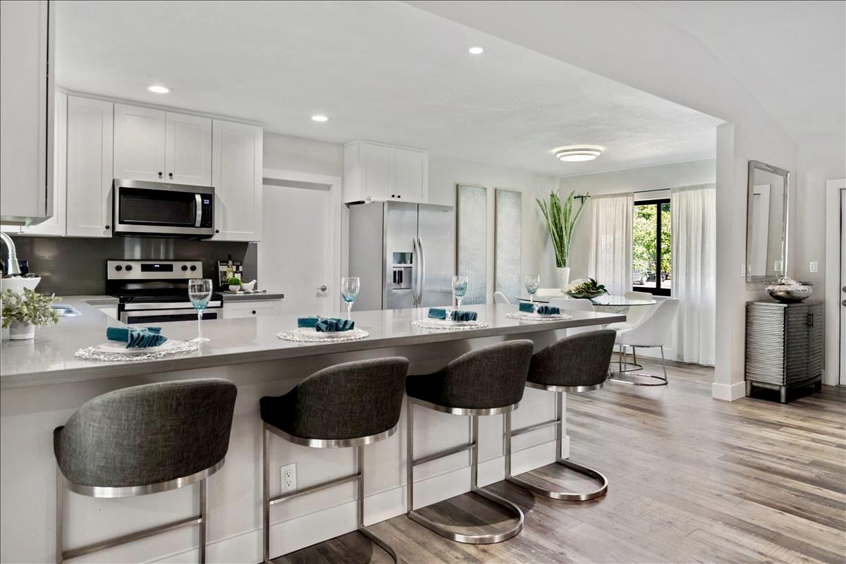 Large Counter Kitchen