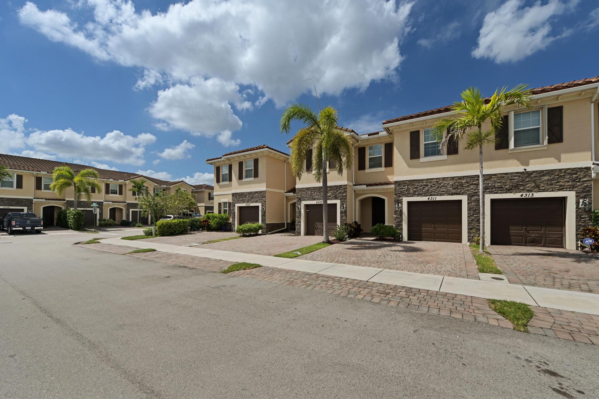 4311 Chalmers Lane West Palm Beach, FL 33417 photo 2