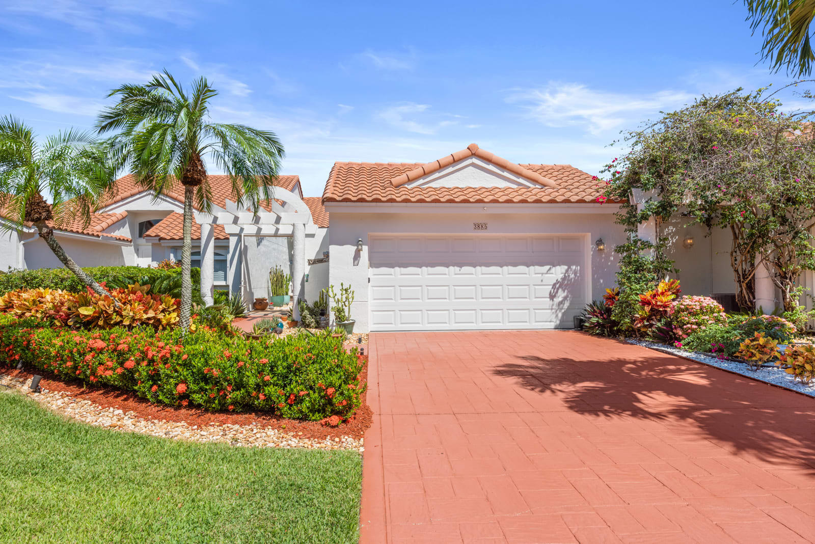 3885  Candlewood Boulevard  For Sale 10749226, FL