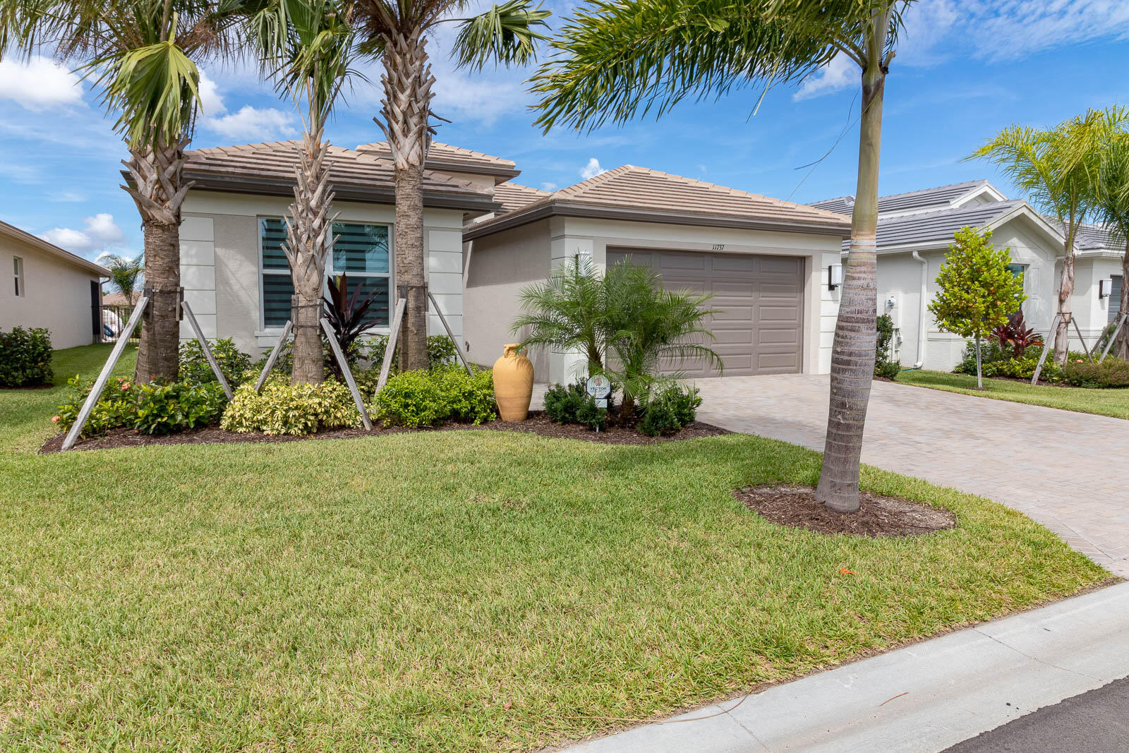 For Sale 10749356, FL