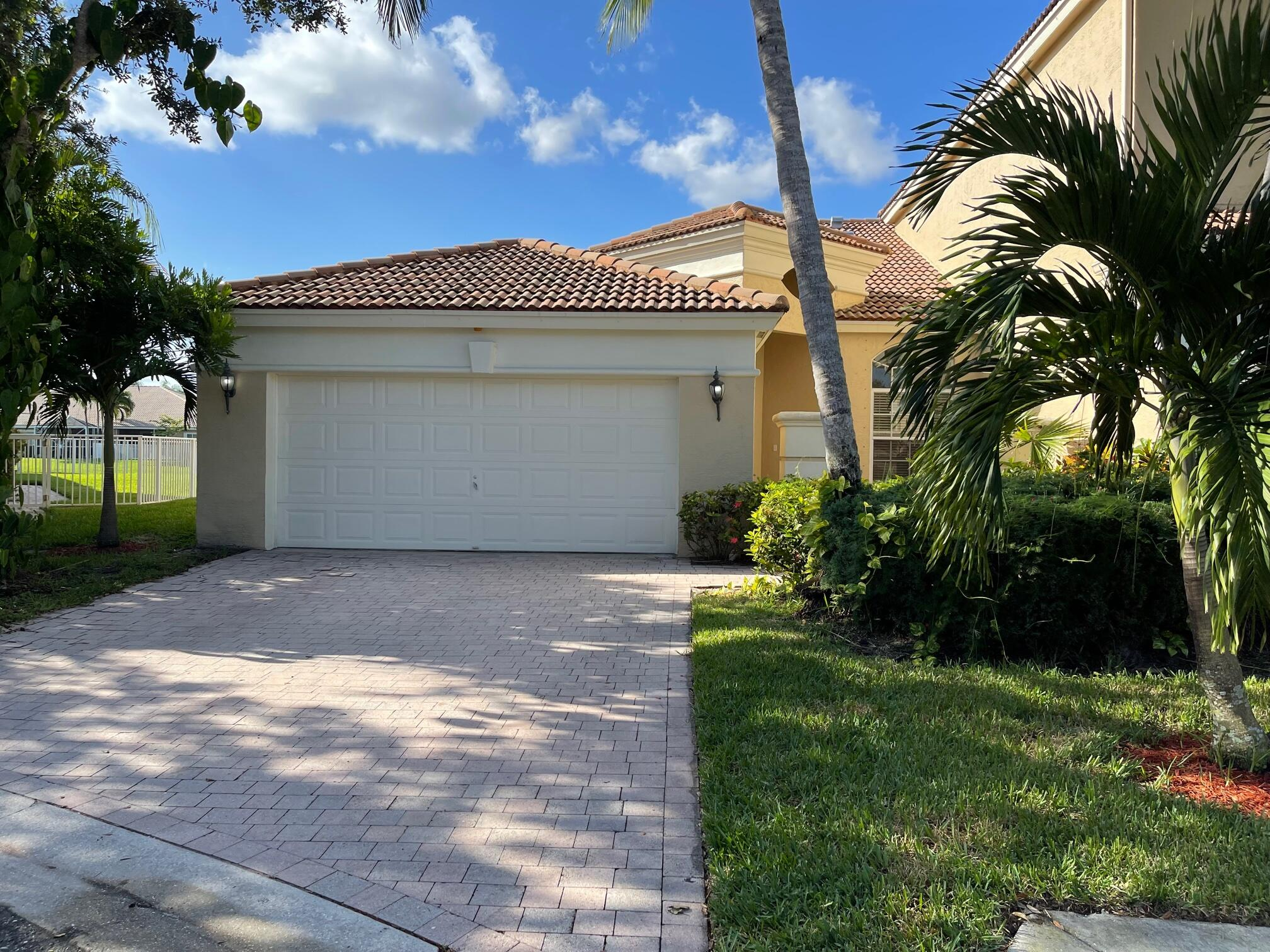 2396  Kemps Bay   For Sale 10749409, FL