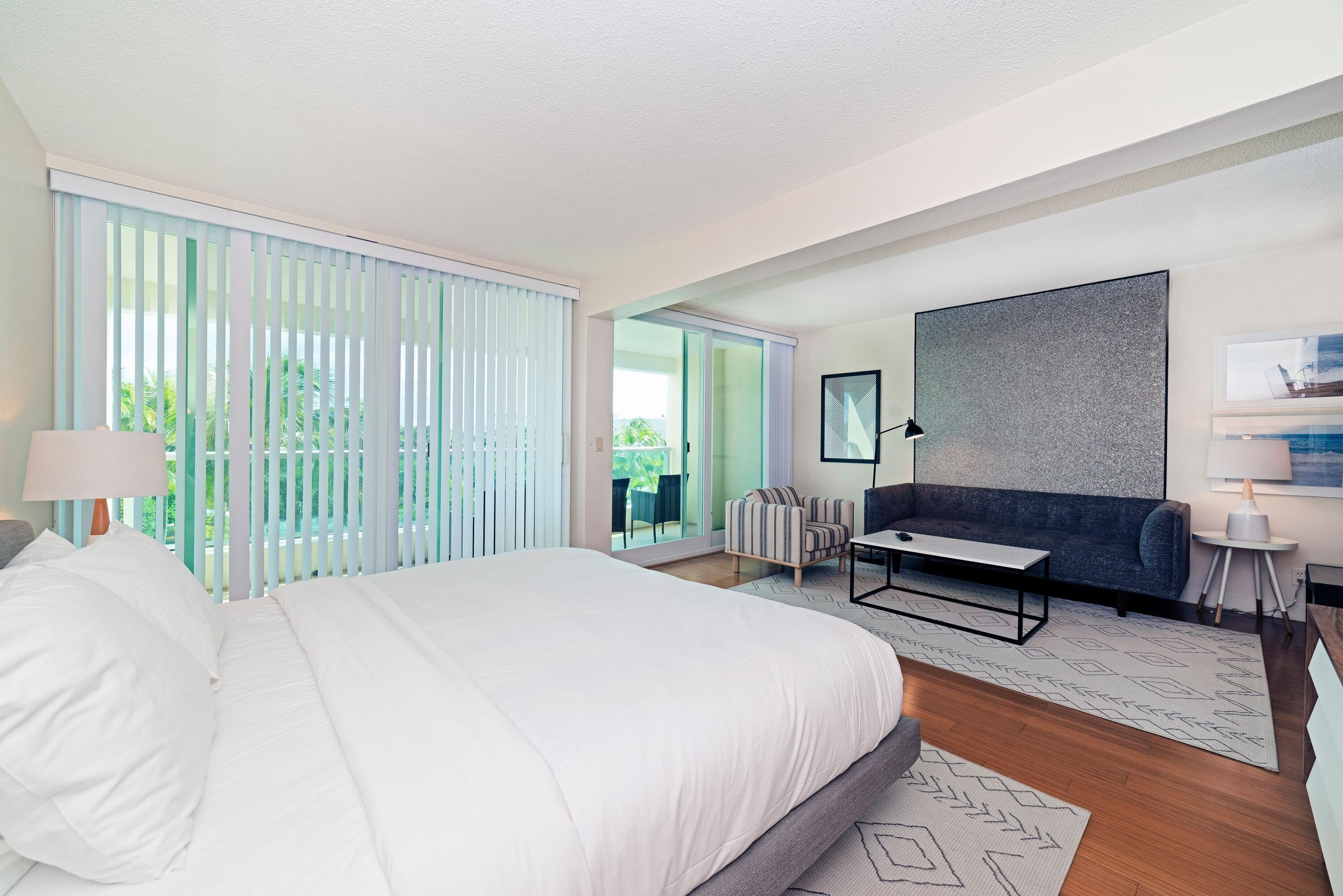 735 LIVING RM BED RM