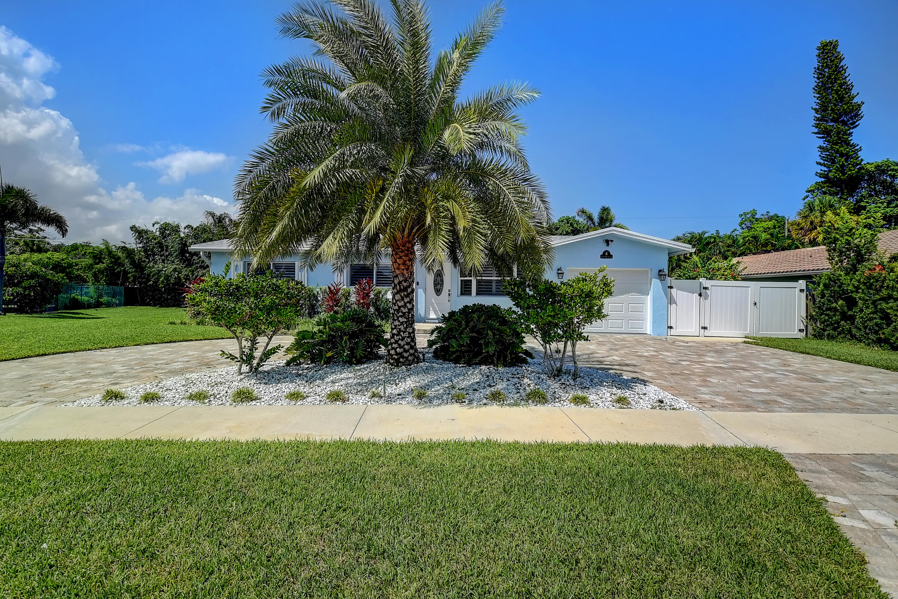 1671 NW 11th Street  For Sale 10749957, FL