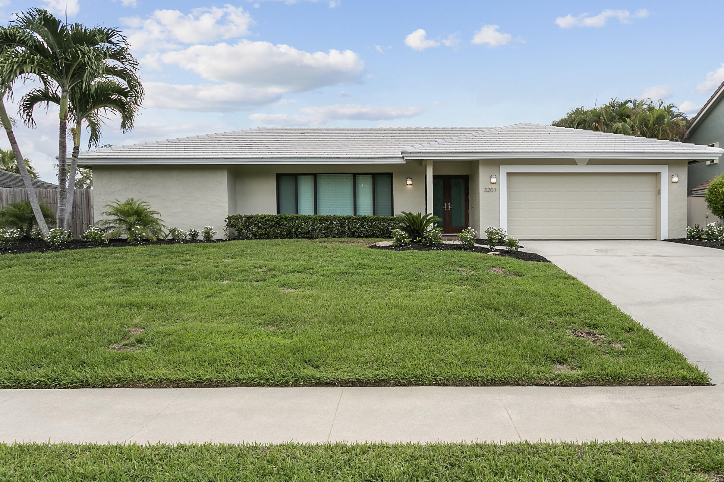 3201  Lakeview Drive  For Sale 10749501, FL