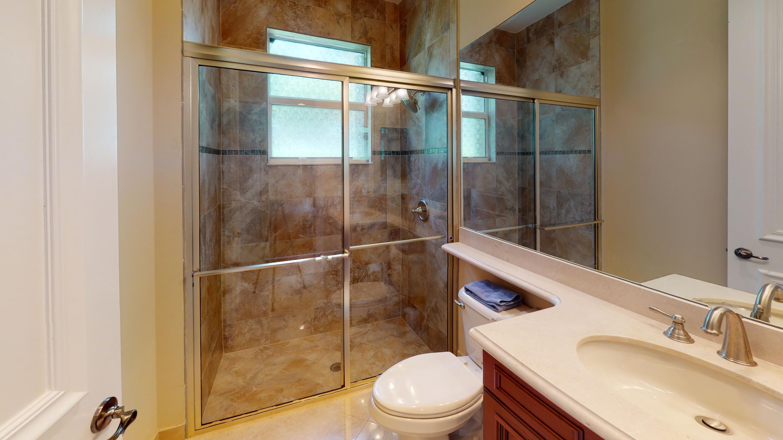 11904-Foxbriar-Lake-Trail-Bathroom(2)