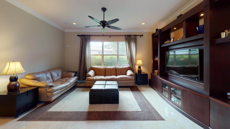 11904-Foxbriar-Lake-Trail-Family-Room