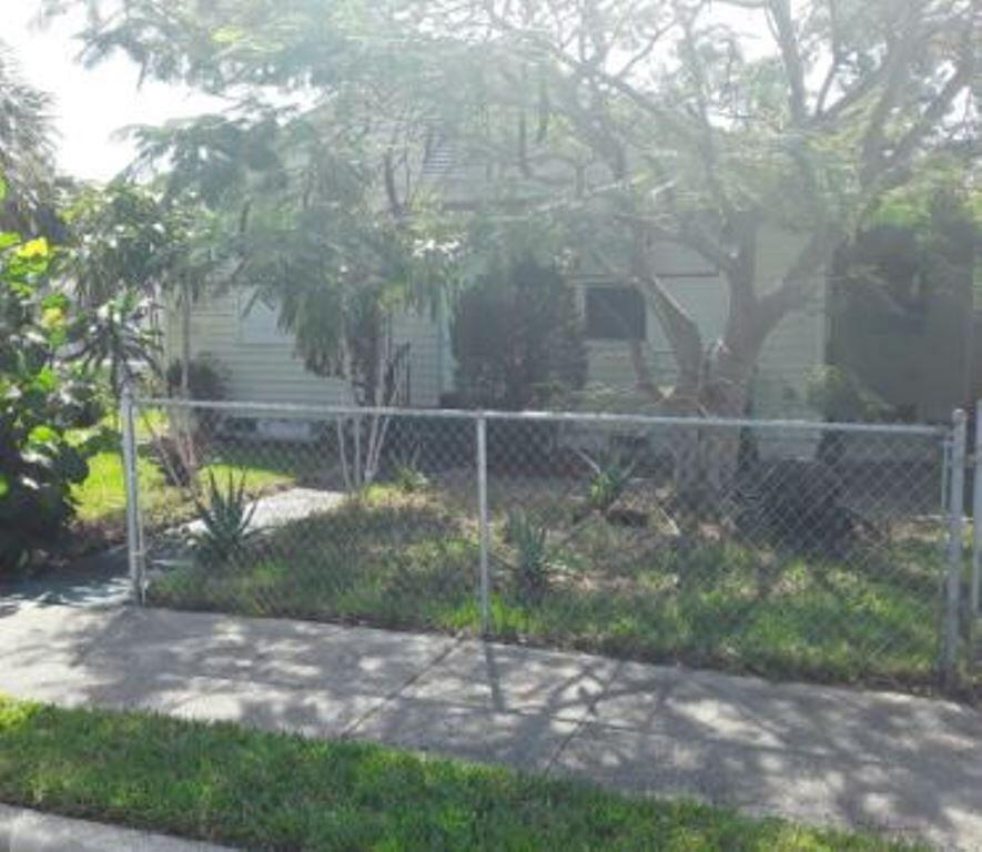 718 44th Street West Palm Beach, FL 33407 photo 2