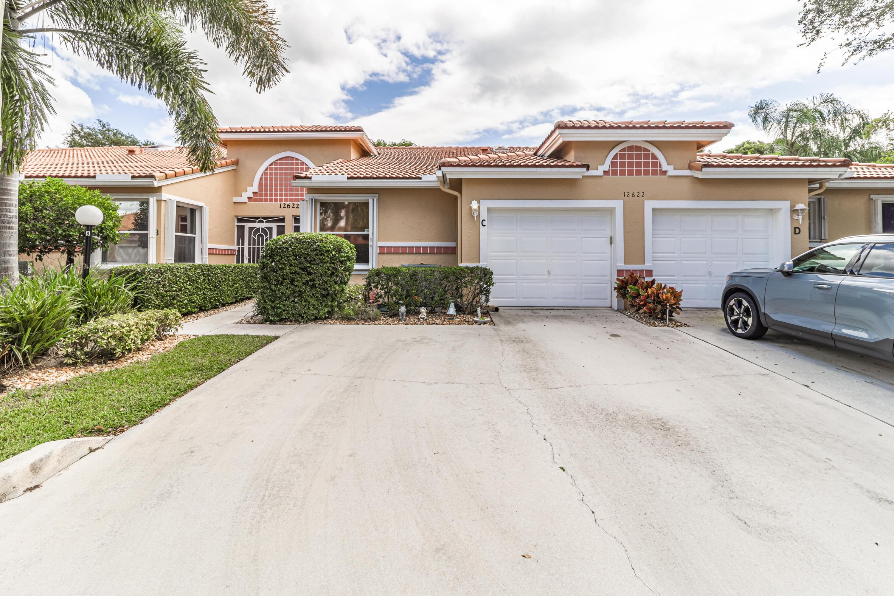 12622  Crystal Pointe Drive C For Sale 10750042, FL