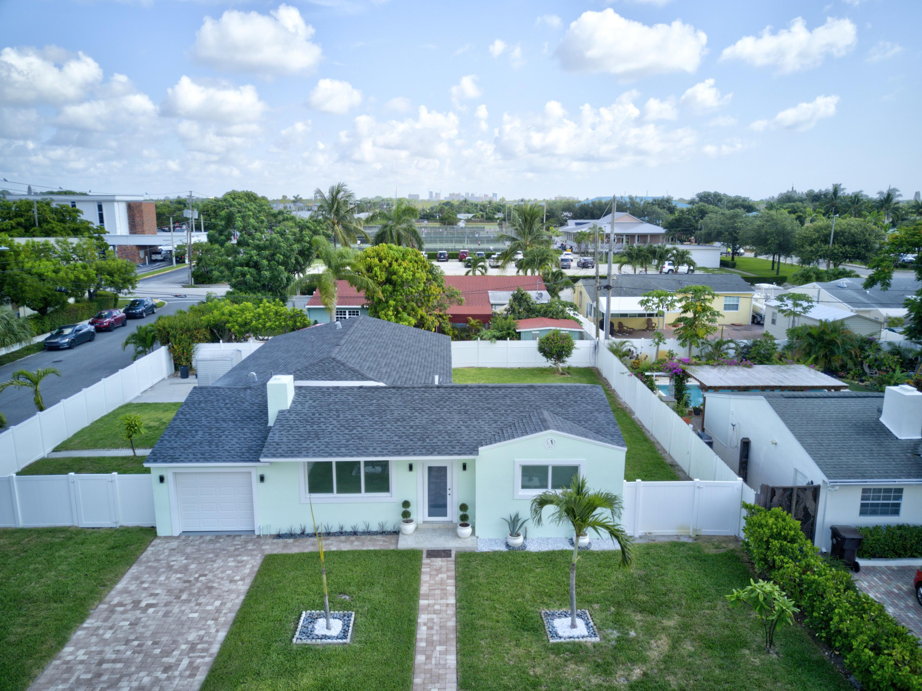 379  Laurie Road  For Sale 10750137, FL