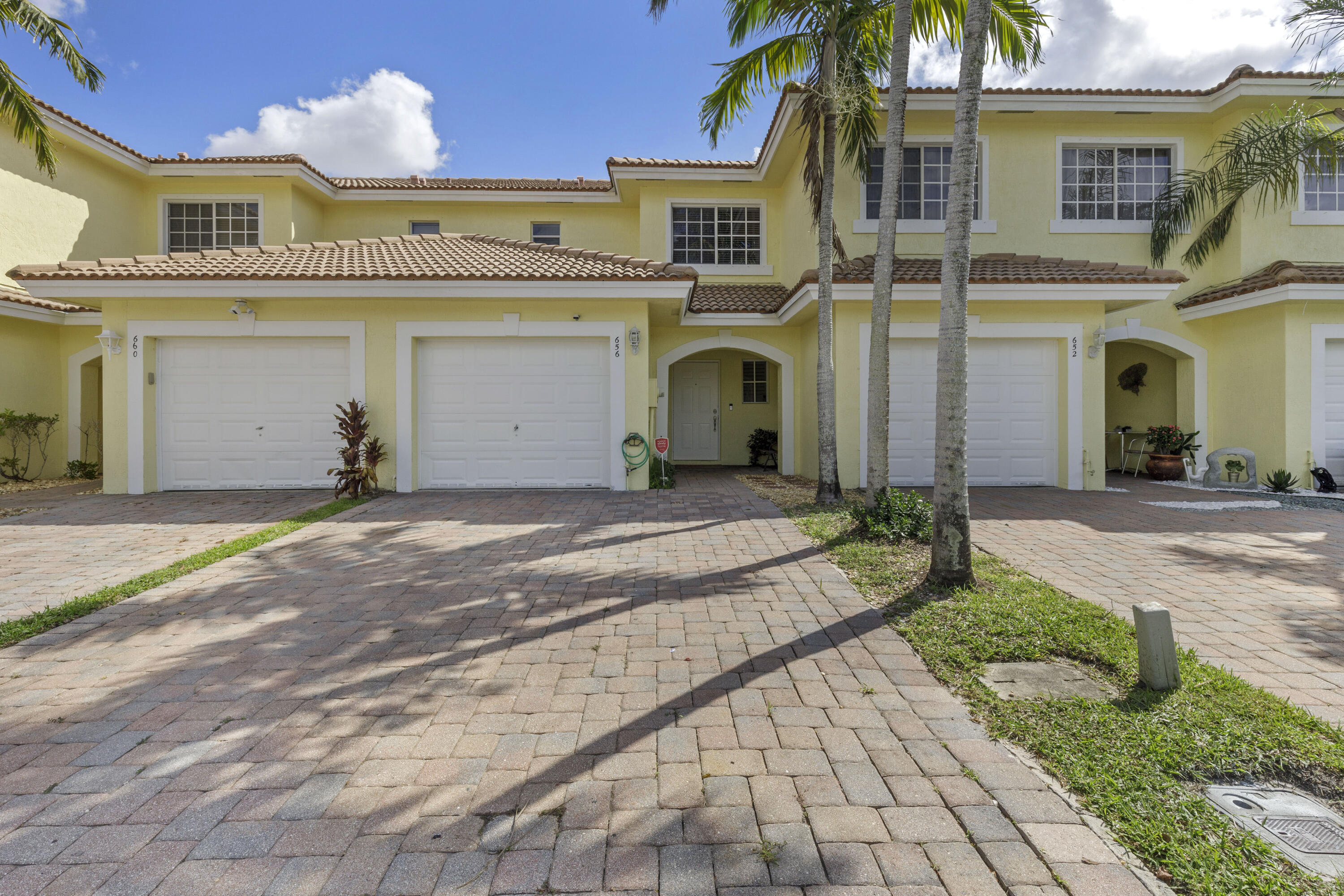 656  Imperial Lake Road  For Sale 10750202, FL