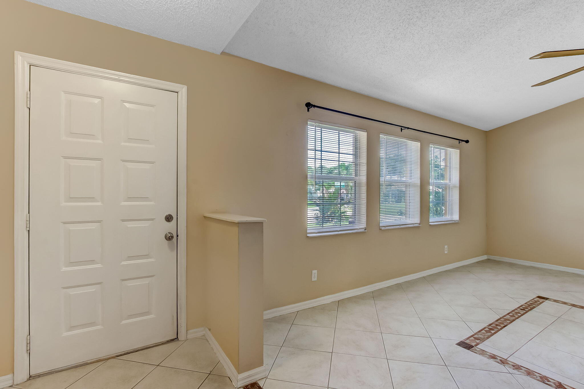 1-web-or-mls-1_1002 SW Charcoal Ave