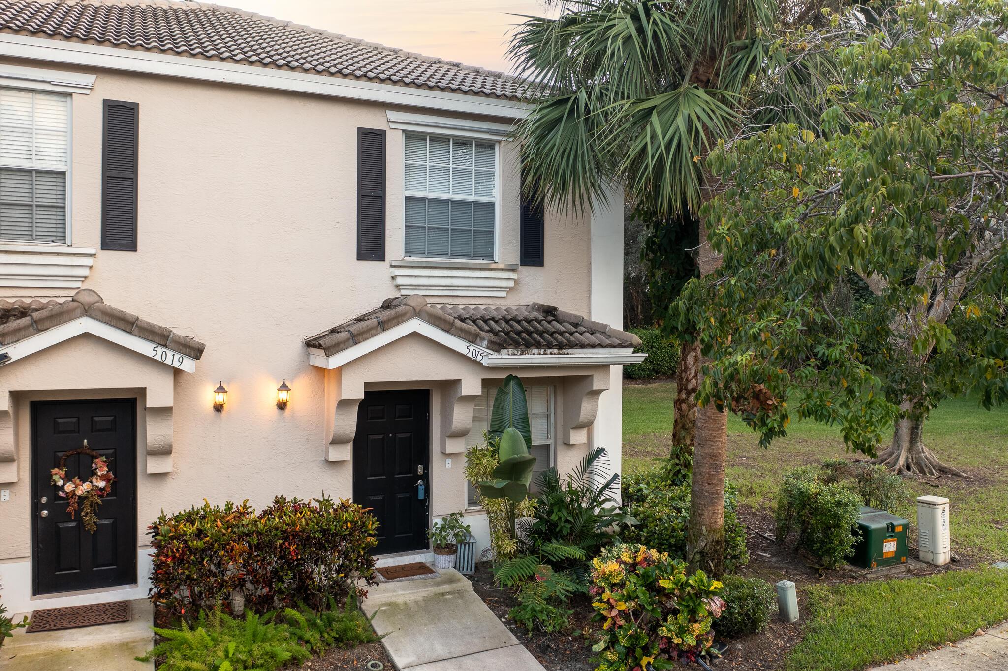 5015  Palmbrooke Circle  For Sale 10750215, FL