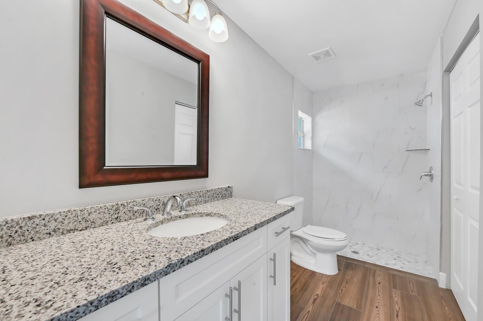 18 Bath room 01