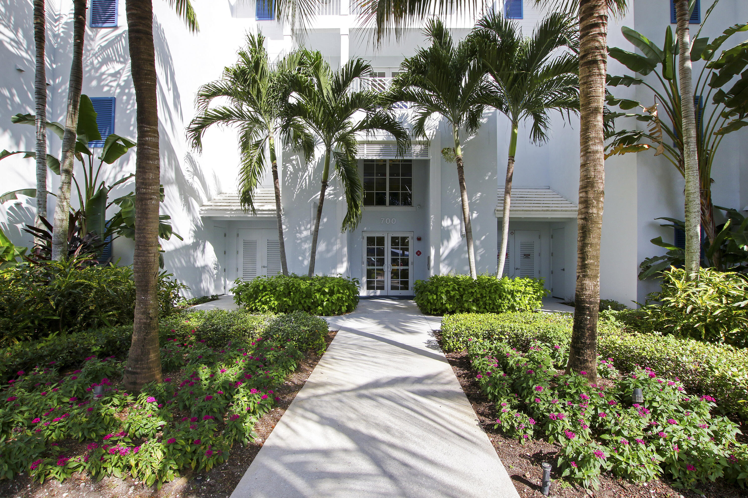 724  Bay Colony Drive  For Sale 10749100, FL