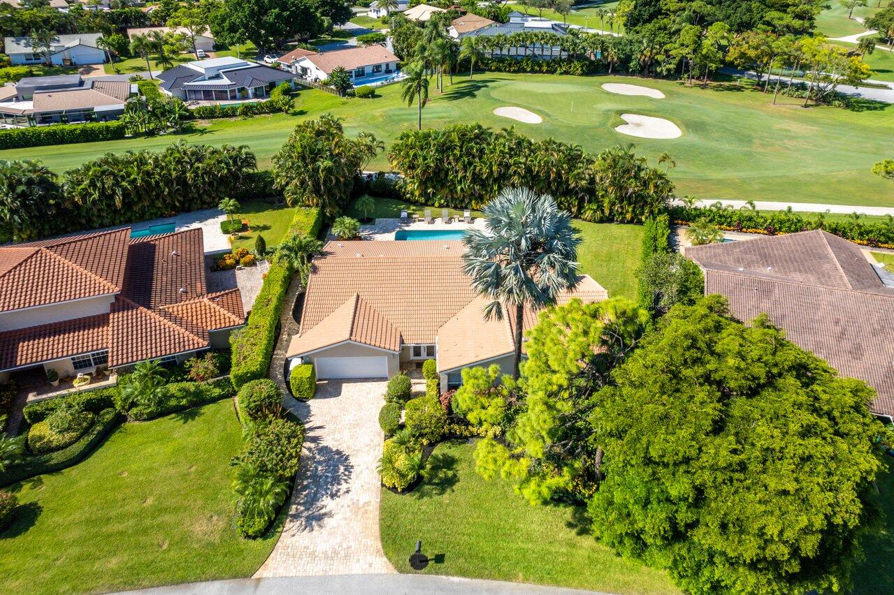 5001  Pineview Circle  For Sale 10750416, FL