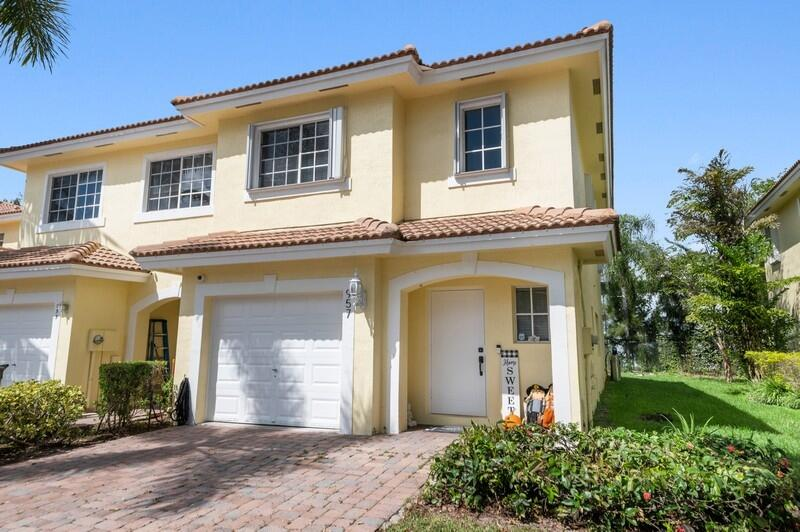 957  Imperial Lake Road  For Sale 10750604, FL
