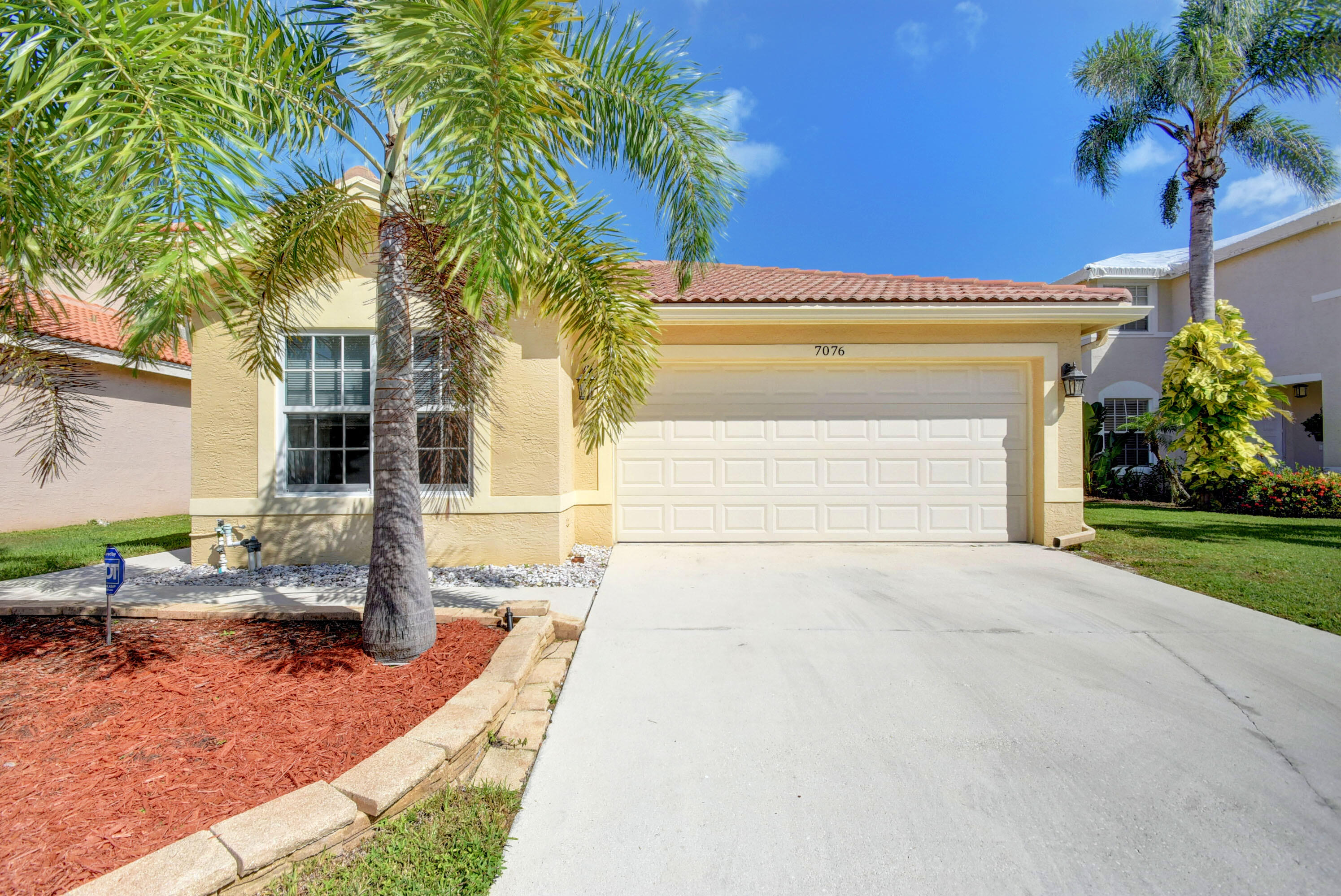 7076  Middlebury Drive  For Sale 10750732, FL