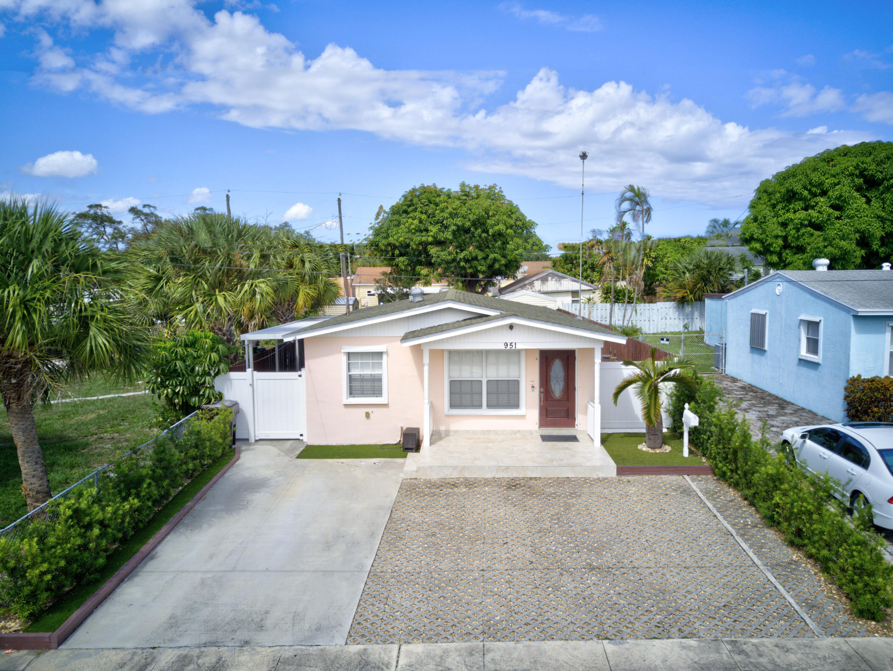 951 W Lakewood Road  For Sale 10751311, FL