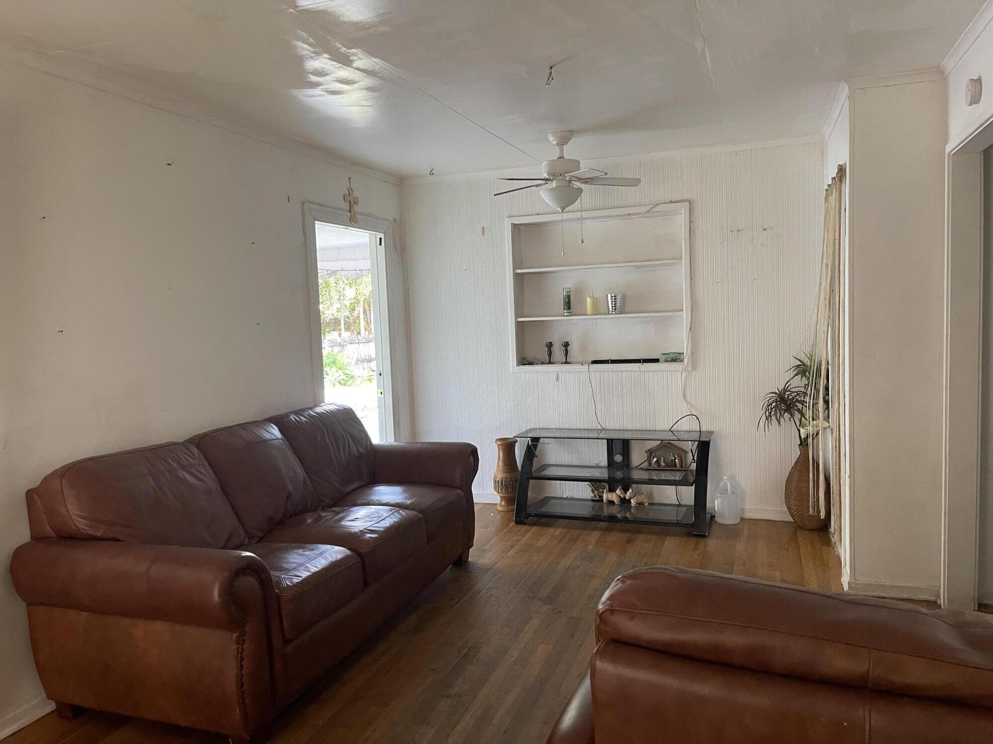 119 SW 8th Avenue  For Sale 10741320, FL