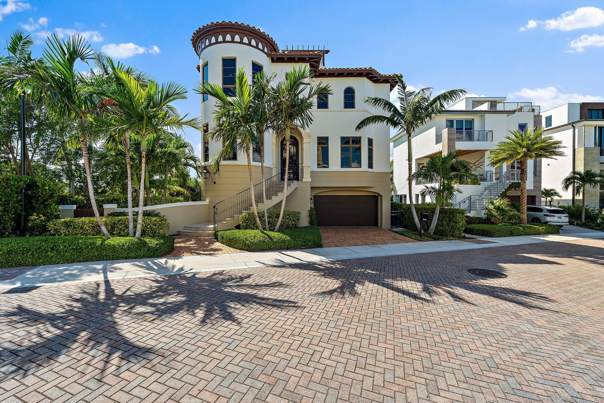 841  Oceanside Drive  For Sale 10750776, FL