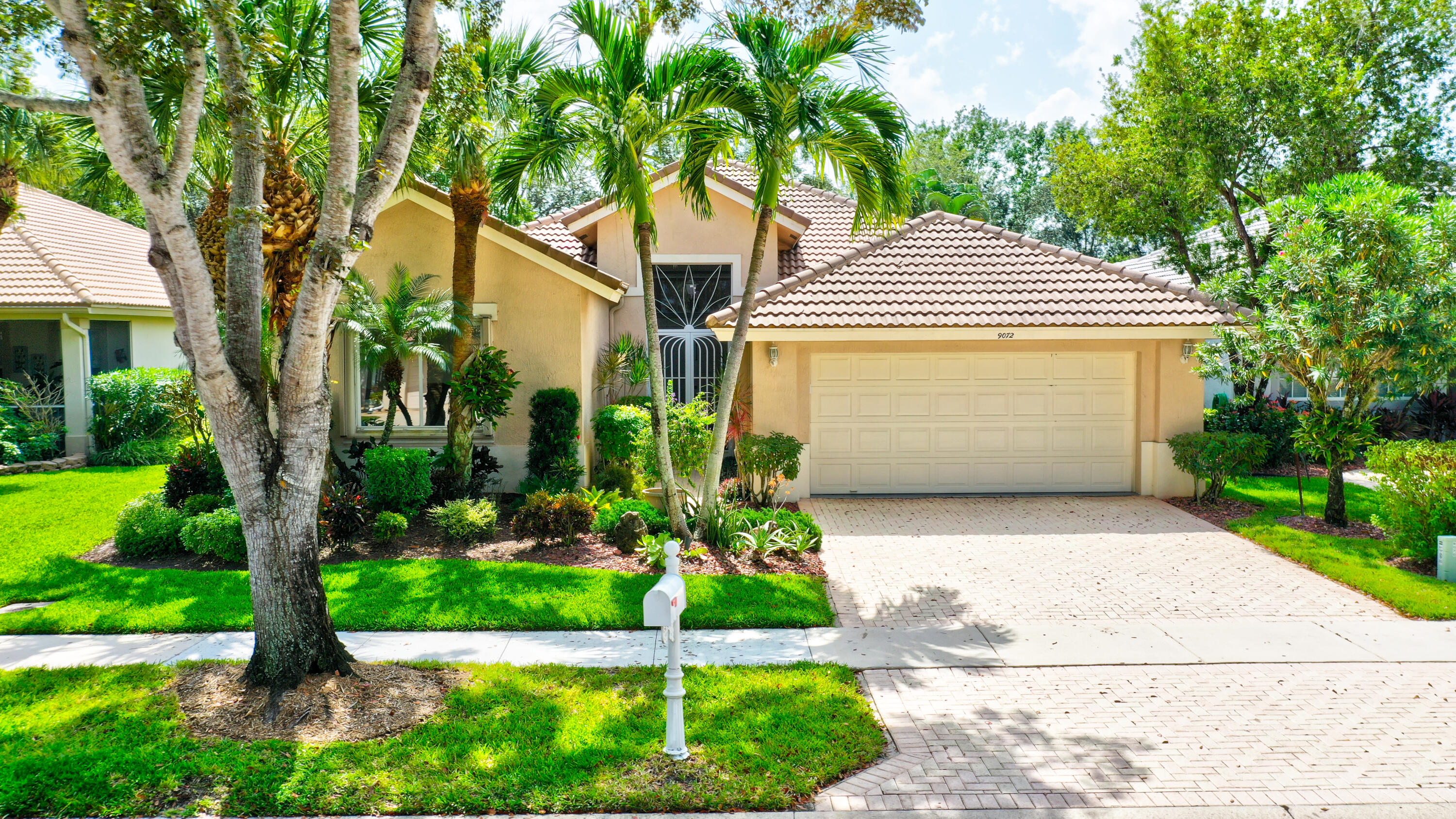 9072  Bay Harbour Circle  For Sale 10750177, FL