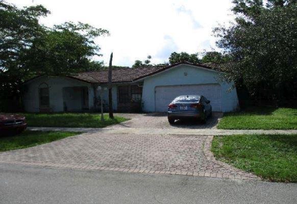 842 W Plantation Circle, Plantation, FL 33324