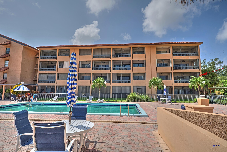 MB Pool 214 Balcony