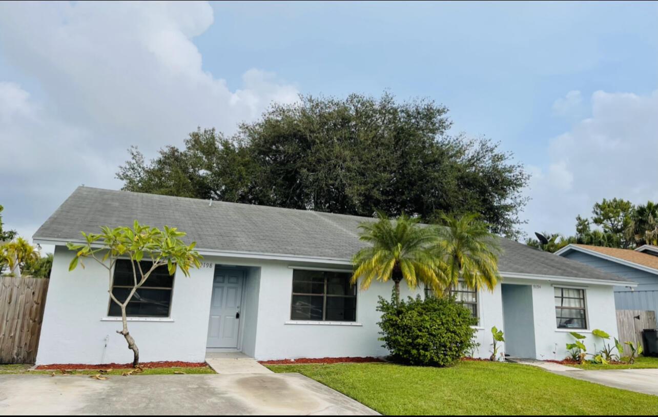 9194 W Highland Pines Drive Palm Beach Gardens, FL 33418