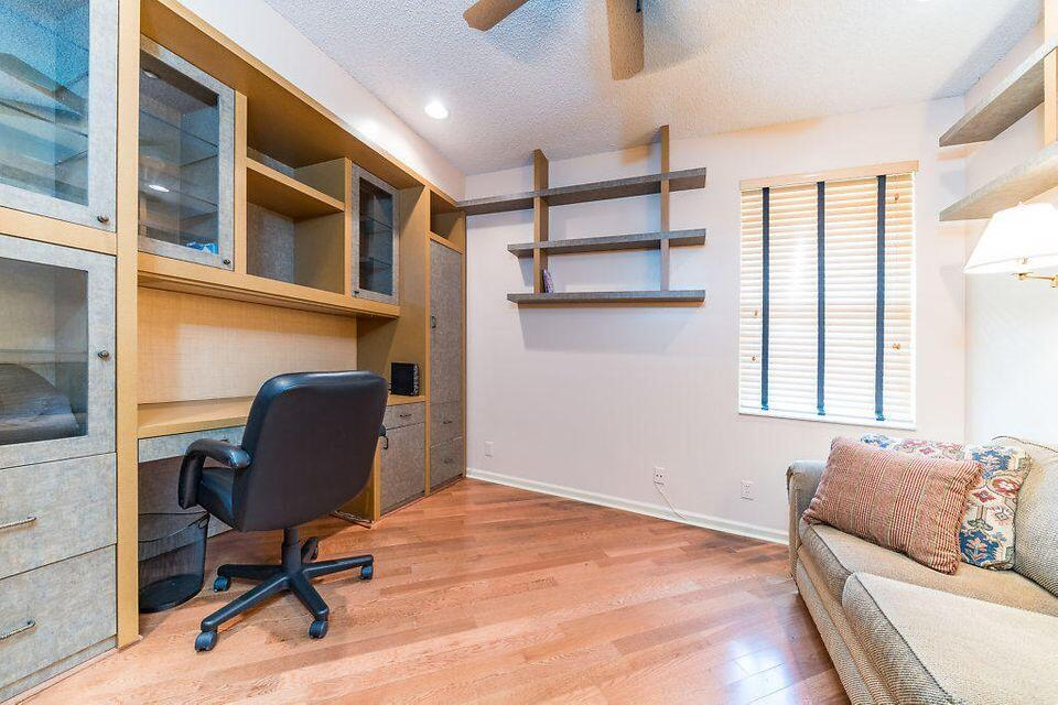OFFICE/HAS A PULL UP SOFA