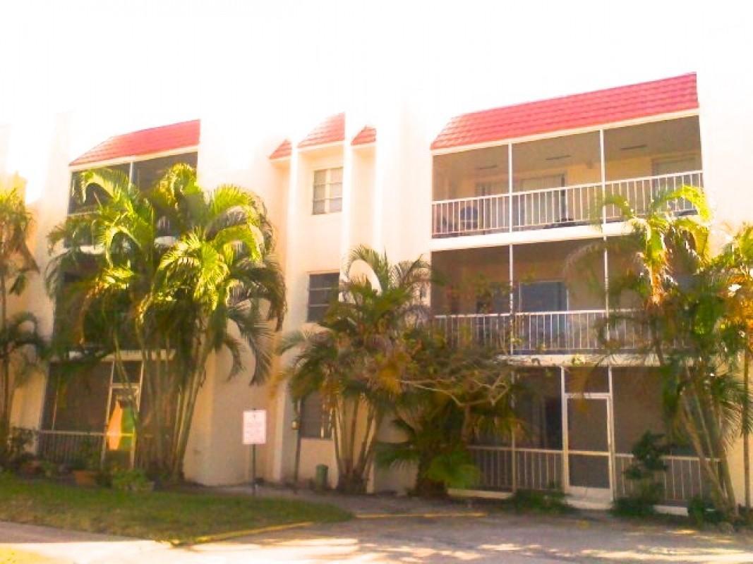 644 NW 13th Street 25, Boca Raton, FL 33486